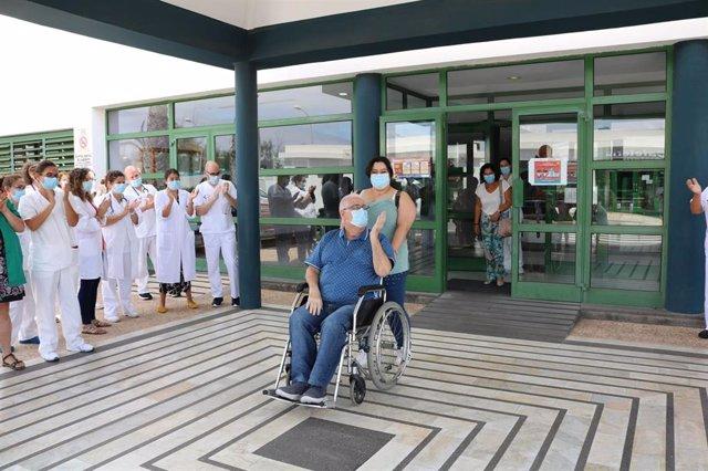 El último paciente con covid-19 en el Hospital Doctor José Molina Orosa recibe el alta hospitalaria