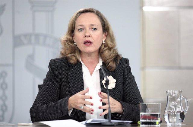 La vicepresidenta económica, Nadia Calviño, en rueda de prensa en Moncloa
