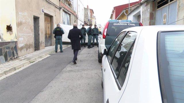 Registro en la casa de Manuel, en presencia del detenido, en busca del cuerpo de Marta Calvo