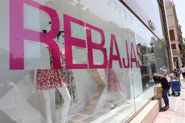 Un escarate de Zara anuncia el comienzo las rebajas de verano