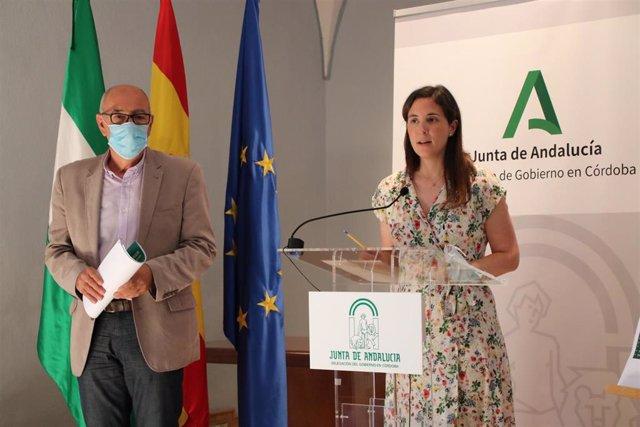 La delegada de Cultura y Patrimonio Histórico de la Junta en Córdoba, Cristina Casanueva, junto al director de Medina Azahara, Antonio Vallejo, en rueda de prensa