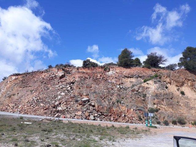 Carretera A-349 en Macael afectada por desprendimientos