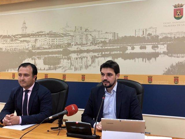 El portavoz de Vox, David Moreno, y el portavoz del PP en Talavera, Santiago Serrano.