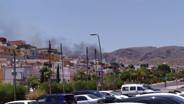 Incendio en el barrio de Los Almendros de Almería