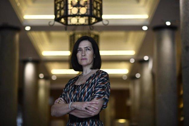 La guionista y directora de cine Ángeles González Sinde posa tras una entrevista con Europa Press en la que ha presentado su novela 'Después de Kim'.