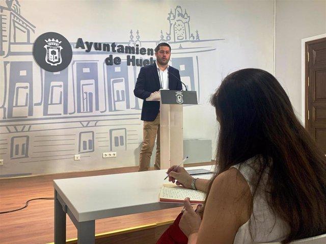 El portavoz del equipo de Gobierno y grupo municipal socialista en el Ayuntamiento de Huelva, Francisco Baluffo.