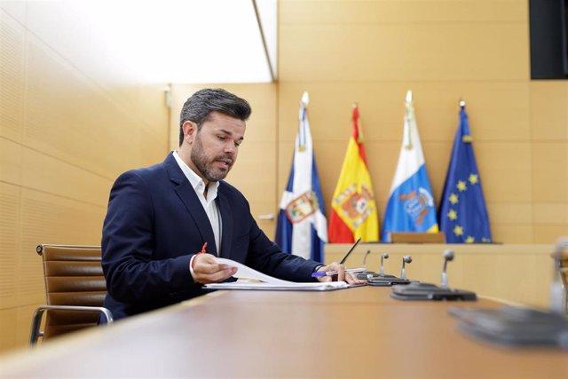 El consejero de Cooperación Municipal del Cabildo de Tenerife, Zebenzuí Chinea