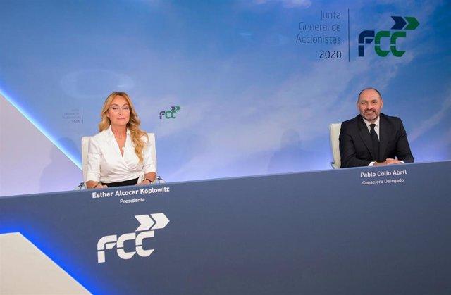 La presidenta de FCC, Esther Alcocer Koplowitz, y su consejero delegado, Pablo Colio, ante la junta de accionistas del grupo de 2020, celebrada de forma telemática
