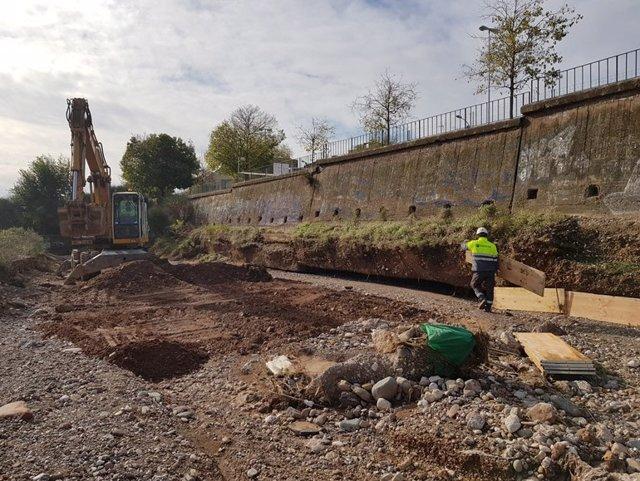 Reparació dels murs de la riera Arenes de Terrassa, a la província de Barcelona