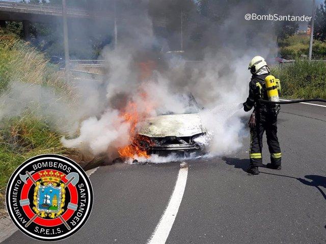 Incendio de un vehículo en la S10