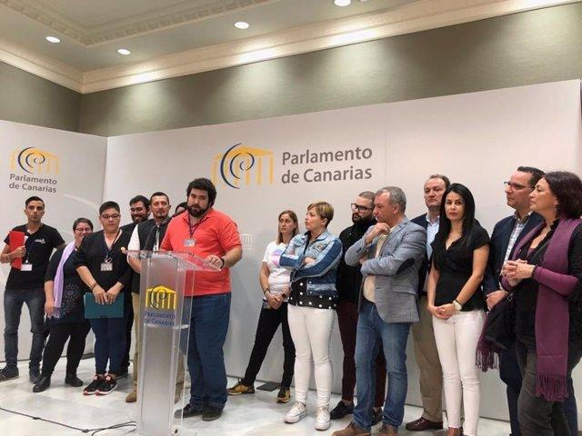 Representantes de la coordinadora y los grupos parlamentarios en la inscripción en el registro de la proposición de ley