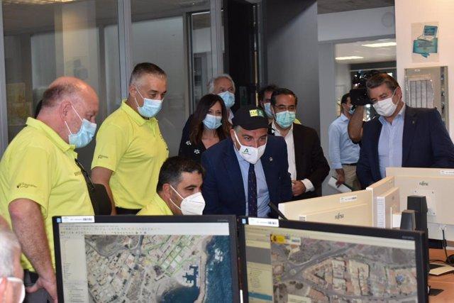 Visita del consejero de Presidencia a la base oriental del GREA