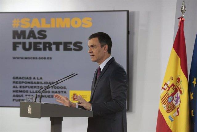 """El presidente del Gobierno, Pedro Sánchez, durante la comparecencia para despedir el estado de alarma donde ha reclamado este sábado """"unidad"""" a los partidos políticos para construir entre todos un país """"más justo y vivible"""""""