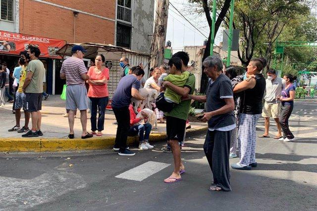 AMP4.- México.- Al menos cinco muertos por un terremoto de magnitud 7,5 en las c