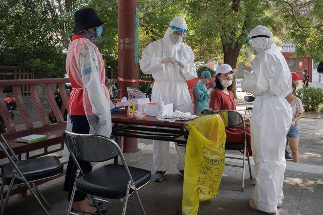 """Coronavirus.- China dice que el foco originado en un mercado de Pekín está """"cont"""
