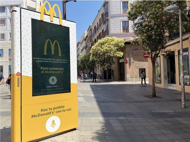 Mupi de voz de McDonald's en Madrid
