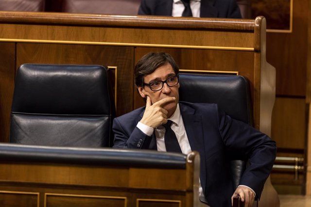 El ministre de Sanitat, Salvador Illa, en el seu escó durant la sessió del Parlament en la qual s'exerceix el control al Govern i es tracta la sisena pròrroga de l'estat d'alarma per la crisi del Covid-19. A Madrid, (Espanya), a 3 de juny de 2020.