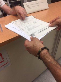 Defensem l'FP entrega un millar de firmas a la Conselleria de Educación de la Generalitat contra su reforma de la FP.