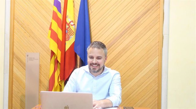 El director general de Relaciones Exteriores, Antoni Vicens, durante la Comisión de Recursos Naturales por videoconferencia.