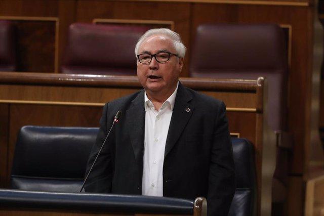 l ministro de Universidades, Manuel Castells, en el Congreso