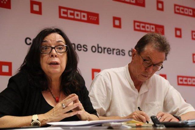 La secretaria general de la Federación de Enseñanza de CCOO Madrid, Isabel Galvín, y el secretario general de CCOO Madrid, Jaime Cedrún, en rueda de prensa