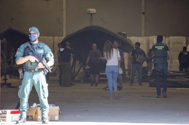 Más de 400 efectivos de la Guardia Civil y agentes de Aduanas han participado en diferentes localidades de Huelva en el mayor operativo contra el narcotráfico llevado a cabo en la provincia hasta la fecha.