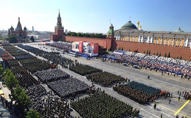Rusia.- Putin preside el desfile de la Victoria y ofrece a Rusia para crear un s