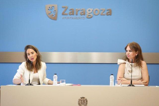 La portavoz del Gobierno de Zaragoza, Mariá Navarro, y la consejera municipal de Economía, Carmen Herrarte