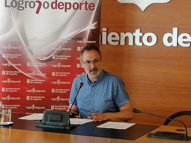 El concejal de Deporte, Rubén Antoñanzas, en comparecencia de prensa