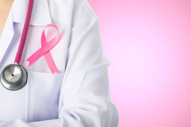Cáncer de mama, médica, doctora, lazo rosa