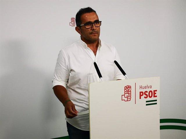 El alcalde de la Entidad Local Autónoma de La Redondela, el socialista Salvador Gómez, en rueda de prensa.