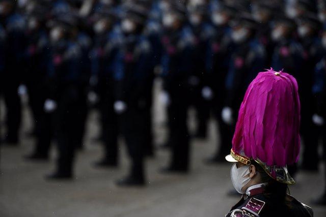 Policías municipales durante los actos de celebración de la Policía Municipal por la festividad de su patrón, en El Retiro, Madrid (España), a 24 de junio de 2020.