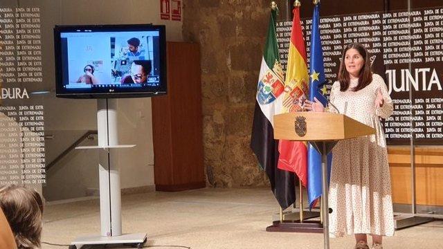 Isabel Gil Rosiña en rueda de prensa.