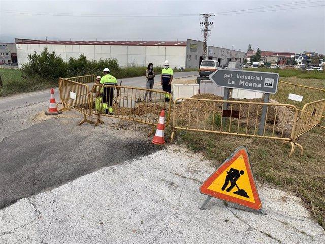 Obas de acceso al polígono industrial de La Meana