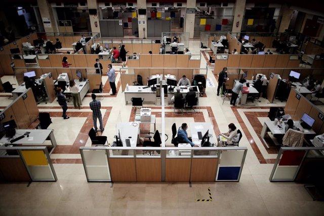 Vista general de la Oficina de la Agencia Tributaria en la Calle Guzmán el Bueno el día en el que la atención presencial en oficinas de la Agencia Tributaria para confeccionar la declaración de la Renta de 2019 se retoma.