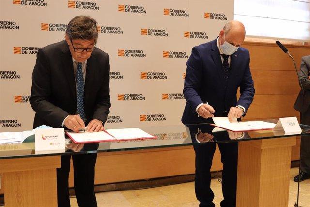 Firma del protocolo para la realización del máster.