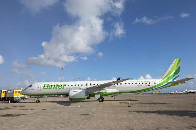 Avión de Binter que conectará Cantabria con Canarias