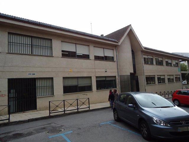 El colegio Virgen de la Montaña de Cáceres se pintará por completo este verano