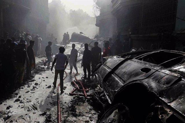 Pakistán.- La investigación del accidente aéreo que dejó 97 muertos en Pakistán