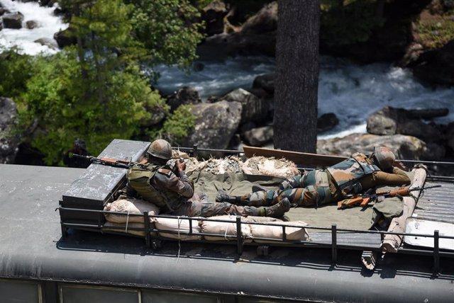 Soldados indios en las proximidades de la región de Ladaj