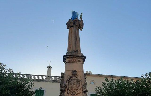 La estatua de Juníper Serra en Petra