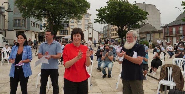 La candidata del BNG a la Xunta, Ana Pontón, y el cabeza de lista por A Coruña, Xosé Luis Rivas 'Mini', en el marco del acto abierto a los vecinos