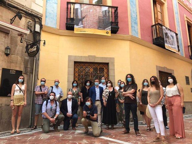 Julio Millán junto a fotógrafos jiennenses.