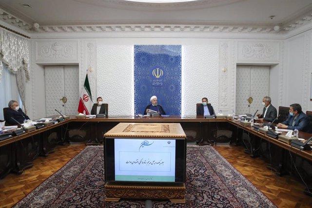 Hasán Rohani preside un encuentro en Teherán