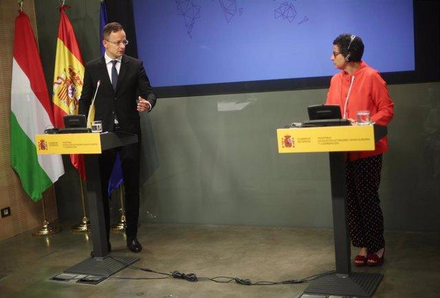 El ministro de Asuntos Exteriores de Hungría, Péter Szijjártó, durante su reunión con la ministra de Asuntos Exteriores, Unión Europea y Cooperación, Arancha González Laya, en el Palacio de Viana, Madrid (España), a 24 de junio de 2020.