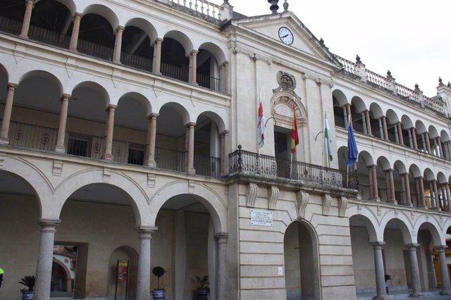 Fachada del Ayuntamiento de Andújar en una imagen de archivo.