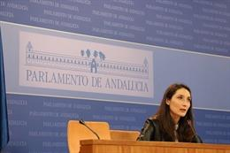 Mónica Moreno en el Parlamento de Andalucía.