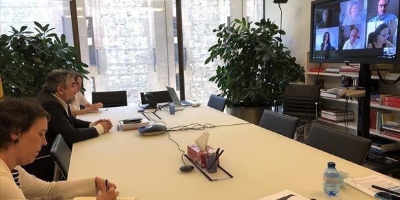 2. Rodríguez Uribes se reúne con plataformas, televisiones y productoras para conocer la situación del sector