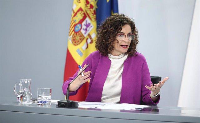 La ministra de Hacienda y portavoz del Gobierno, María Jesús Montero, durante su intervención en la rueda de prensa posterior al primer Consejo de Ministros celebrado tras el final del estado de alarma, en Madrid (España), a 23 de junio de 2020.