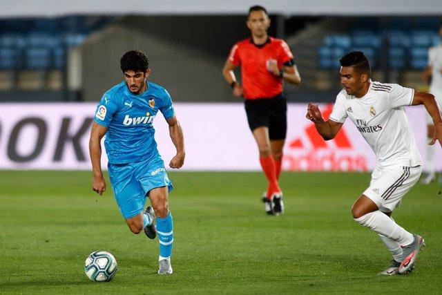 Fútbol/Primera.- (Previa) El Valencia busca puestos europeos en Ipurua y el Beti